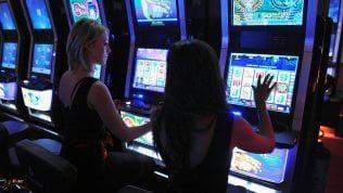 I misteri dell'accordo tra il fratellastro di Lady D e il re delle slot machine